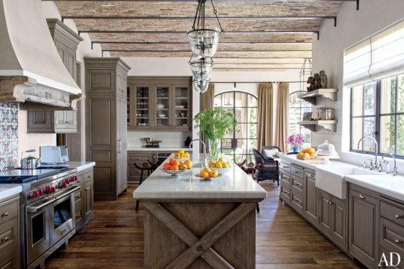 item7_rendition_slideshowHorizontal_brady-08-gisele-bundchen-tom-brady-eco-home-kitchen